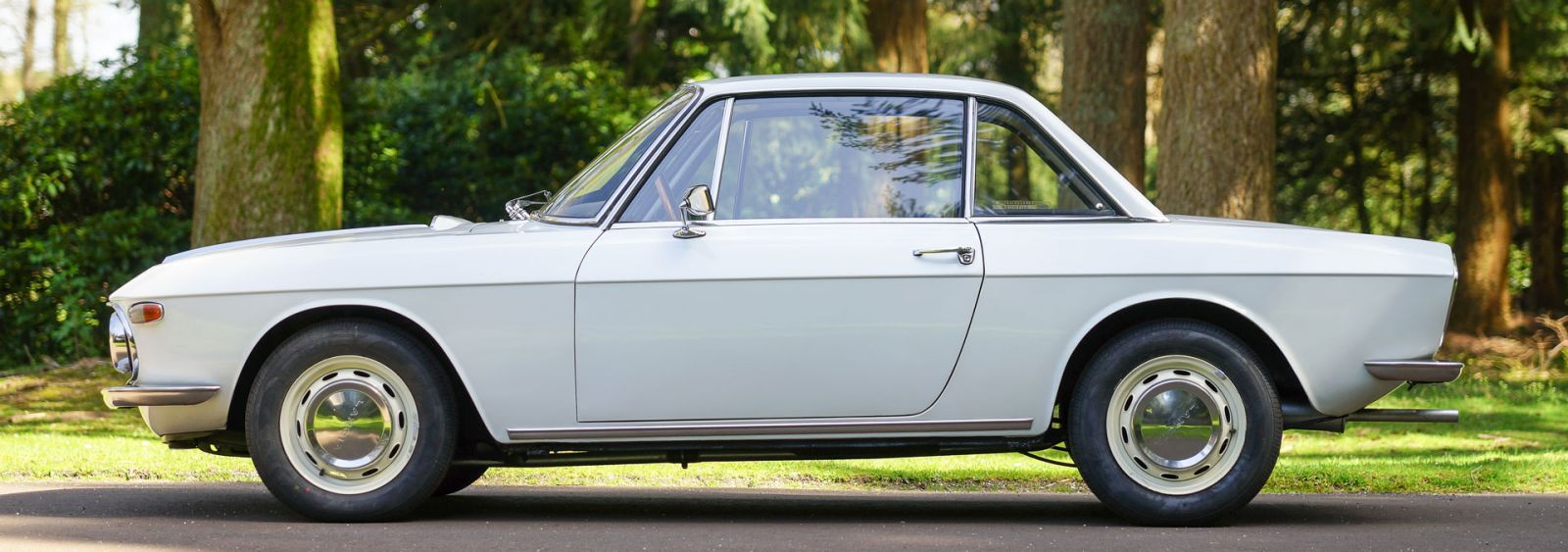 https://www.classicargarage.com/assets/images/0/xlancia-fulvia-white-02-9033c7f0.jpg.pagespeed.ic.kBY6ucTyty.jpg