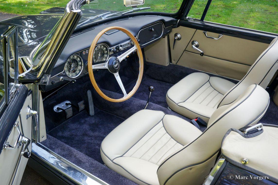 https://www.classicargarage.com/assets/images/1/lancia-flaminia-convertible-06-2ac9f6c1.jpg