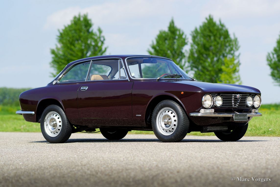 alfa romeo giulia gt 1300 junior 1975 welcome to classicargarage. Black Bedroom Furniture Sets. Home Design Ideas