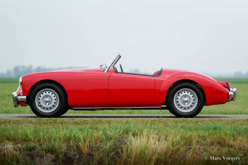 MG MGA TWIN-CAM roadster, 1960
