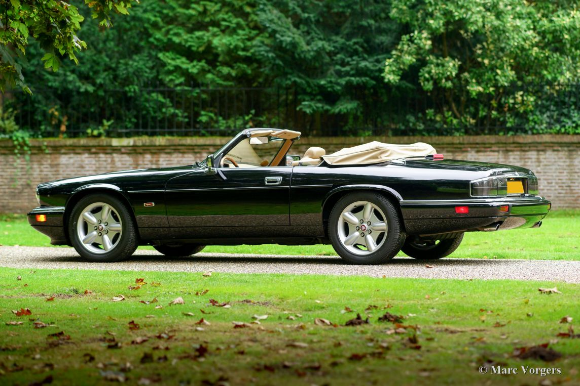 jaguar xjs 4 0 convertible 1995 welcome to classicargarage. Black Bedroom Furniture Sets. Home Design Ideas