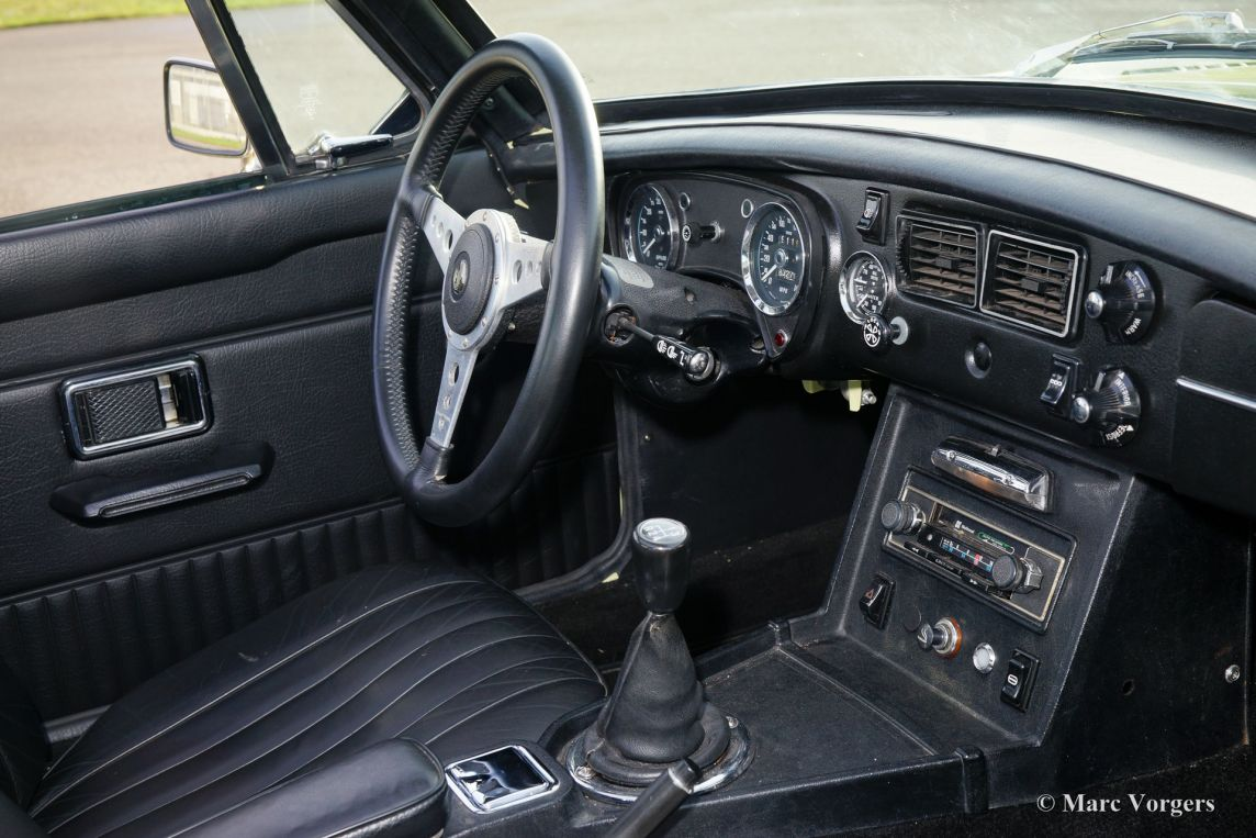 Porsche Carrera T V also Mitsubishi Pajero Sport as well C Fo further Renault Scenic as well Mg Mgb Gt V E B. on 2000 jaguar interior